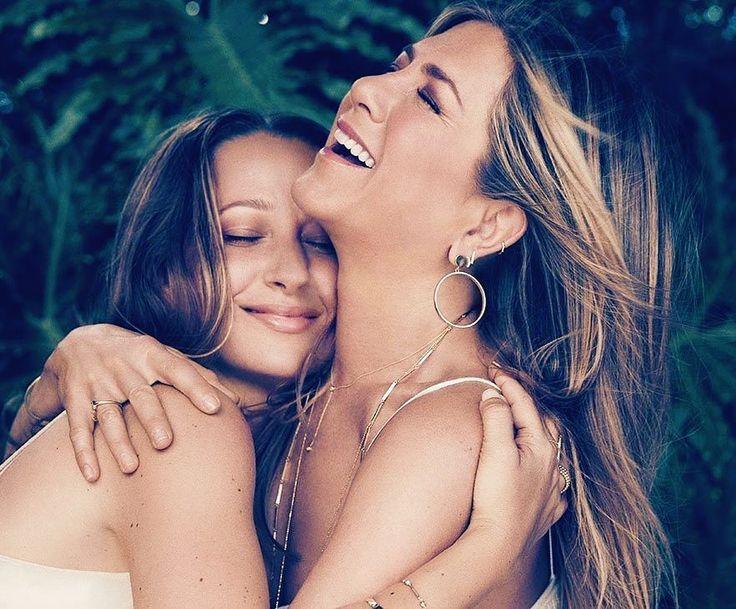 557 отметок «Нравится», 5 комментариев — Jennifer Aniston (@anistonfanpage) в Instagram: «#jenniferaniston & @jenmeyerjewelry for hollywood reporter😍❤️ (my goal in life is to hug her like…»