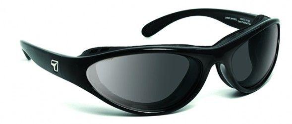 VIENTO: Utilizan los últimos avances tecnológicos, para poder adaptar lentes graduados, sobre modelos de gafas deportivas con un look base externa + 8.00 envolvente y hermética, especial para la práctica deportiva y actividades al aire libre. Lentes solares de alta gama y prestaciones Trivex (NXT): PRINCIPALES VENTAJAS, Ligereza y calidad óptica