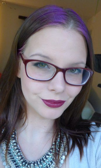 Der Klassiker unter den herbsttrends - dunkelrote Lippen gehen ja auch immer :-) #beauty #beautyblogger #beautiful #Makeup #Blogger #makeupartist  #swatch #lips #lipstick #review #dm #trenditup #redlipstick #redlips