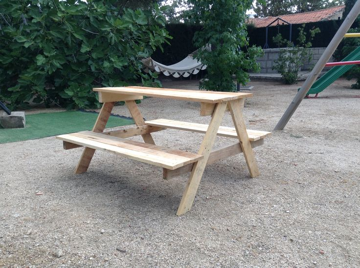 Mesa de picnic hecha con palets