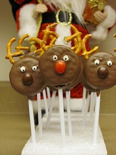 Momma's Playground: Chocolate Covered Oreo Reindeer Pops