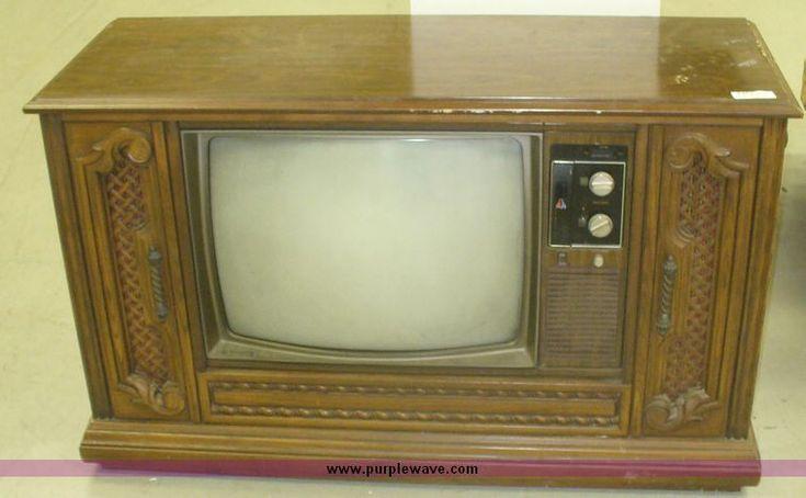 Floor model quasar tv no reserve auction on thursday for Floor model tv