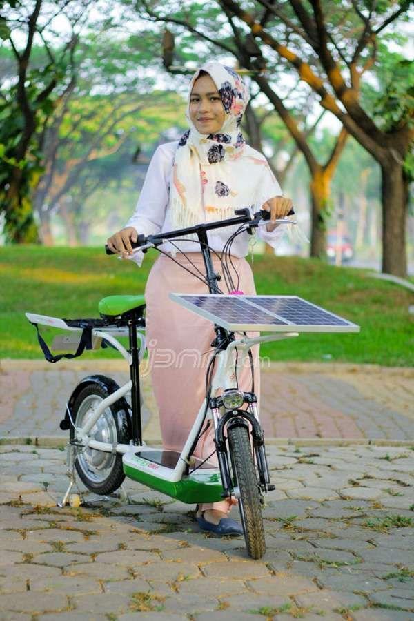 Sains : Mahasiswa ITSB Ciptakan Sepeda Bertenaga Surya yang Trendi-read