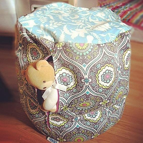 ¿Tu hijo colecciona peluches? Mantenlos en orden con estos puff de diseño prácticos y superbonitos que te presentamos hoy en Neodalia.   http://www.neodalia.com/es/ventas/puff-guarda-juguetes