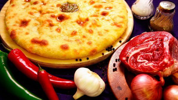 Осетинский пирог с рубленым мясом (Фыдджин) – перед ароматом осетинского пирога с мясом никто не устоит. Начинка из сочного мяса, порубленного на кусочки с добавлением ароматных специй, покрыта хрустящей корочкой. Сделайте праздник себе и своим любимым.  Состав: рубленое мясо, специи.  Вес: 1000 г  #осетинскиепироги #пирогсрубленыммясом #осетинскийпирогсрубленыммясом #пирогор