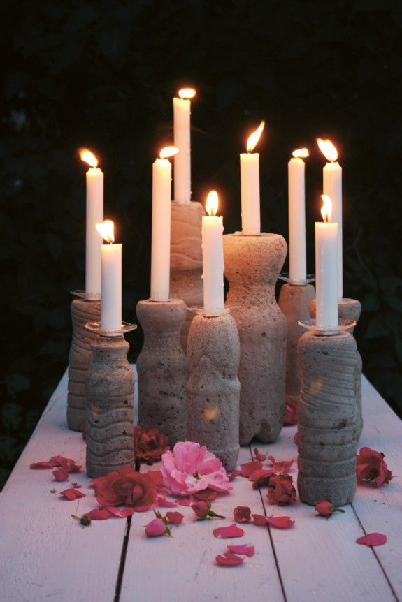With concrete and PET bottles, beautiful candle holders can be shaped.