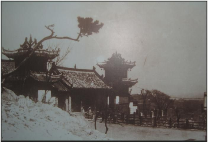 """Old (evocative) photo of Yuhuang ding Temple, Yantai, China...Where the founder of a martial arts school studied. Love that he studied the Praying Mantis style and his own """"seven Stars Praying Mantis"""". Brings back David Carradine and Kung fu."""