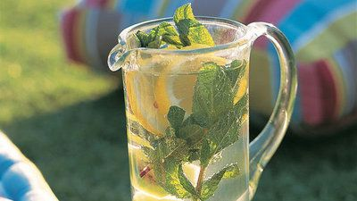 Flavoured sparkling water: A healthy alternative to fizzy drinks