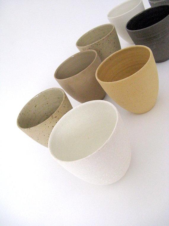 Vasos de ceramica en tonos arena