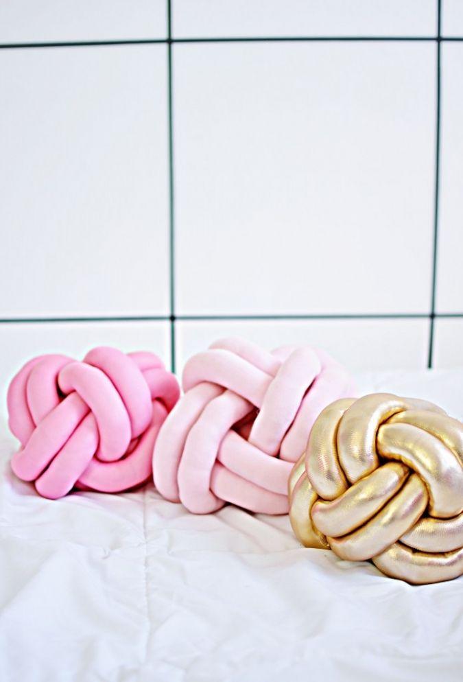 DIY: knot pillows