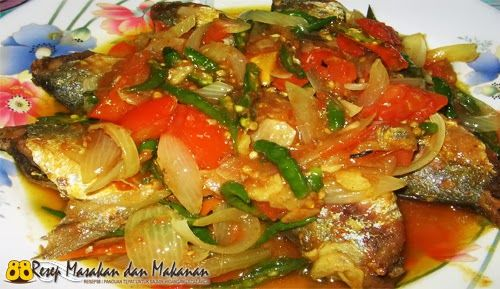 Bagi kamu penyuka Masakan lauk Ikan, berikut ini adalah Resep Untuk Membuat Ikan Bumbu Cabe Hijau yang bisa kamu coba untuk melengkapi sajian