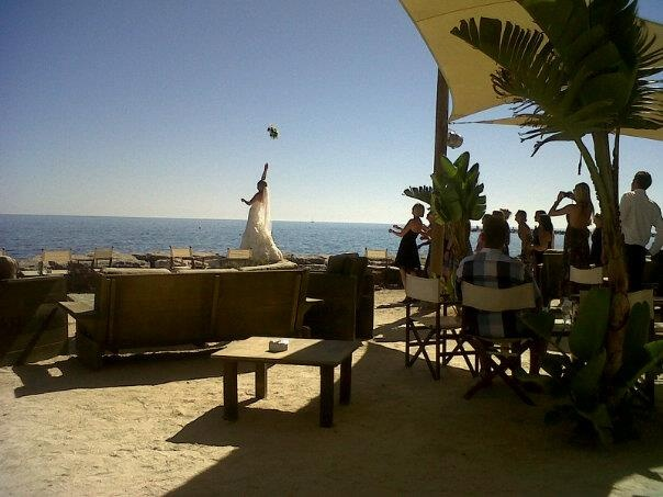 Danish bride throwing her bouquet at Salitos bar infront of Sunset Beach Club in Benalmadena