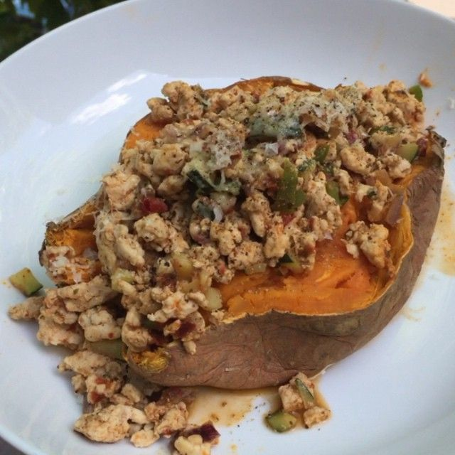 Try this post workout sweet jacket potato with spicy Harissa Turkey mince It don't look all that but tastes unreal #Leanin15