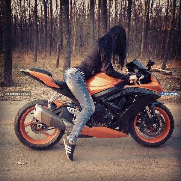 Картинка с девушкой на мотоцикле без лица