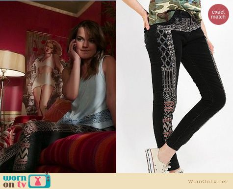 Nikki's black patterned jeans and blue tank top on The Client List.  Outfit details: http://wornontv.net/16690/