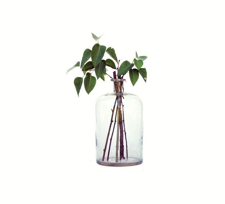 Botella de cristal antigua gran Damajuana de zeitlooos en Etsy https://www.etsy.com/es/listing/520935866/botella-de-cristal-antigua-gran