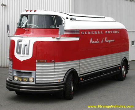La Général Motors à partir de 1940 rajoute à leur caravane promotionnelle Parade of Progress Road Show présentant de ville en ville leurs nouveaux modèles, 12 Futurliners (sorte de bus consacré à l'exposition de stands). Les Futurliner datent de 1939...