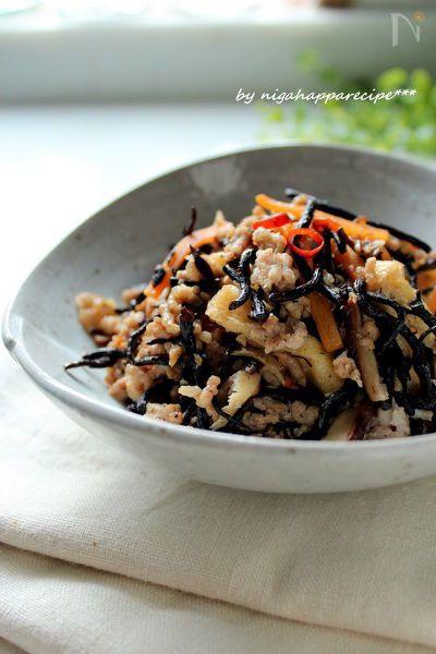 和食の『ひじき煮』をにんにくと生姜をきかせて中華風に 炒めました! しっかりしたお味なのでご飯にぴったりです☆