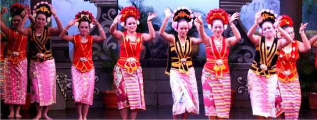 Tari yapong dan musik pengiringnya merupakan bentuk pertemuan berbagai kebudayaan. Seni tari ini mewakili sifat keterbukaan dan kreativitas masyarakat Betawi dalam mengelola unsur-unsur dari berbagai penjuru Nusantara.