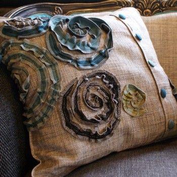 Kudde Virvelros. Vi älskar vårt egendesignade mönster Virvelros! Det är snyggt på nästan allt...