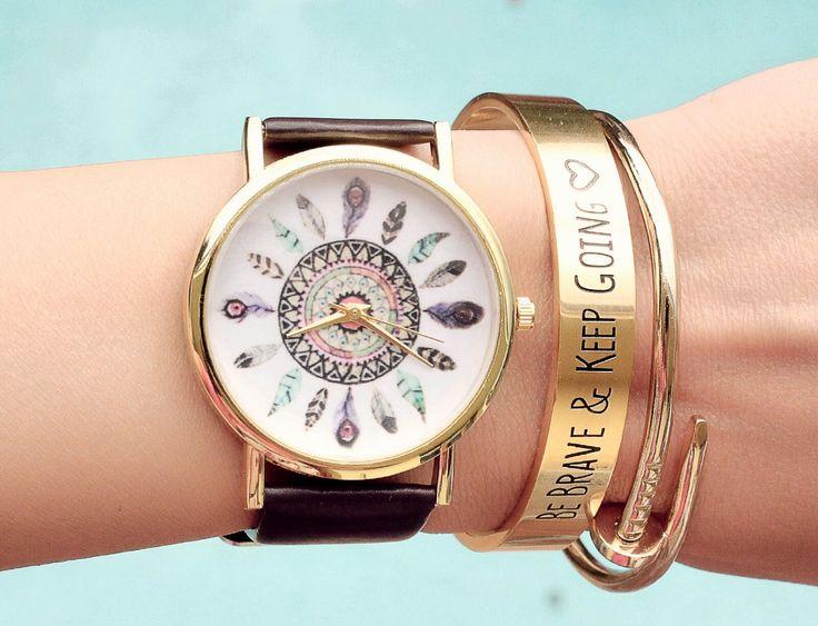 La montre tendance 2017. Superbe montre, unique en son genre. Mouvement à trois aiguilles.  Un jolie montre qui sublimera vos poignets en un clin d'oeil!!!  La montre parfaite à offrir ou s'offrir!  Emballage cadeau offert!