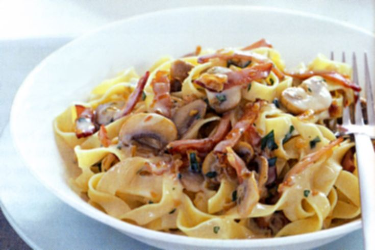 Fancy a creamy pasta but worried about your waistline? Then this low-fat pasta boscaiola is definitely for you!