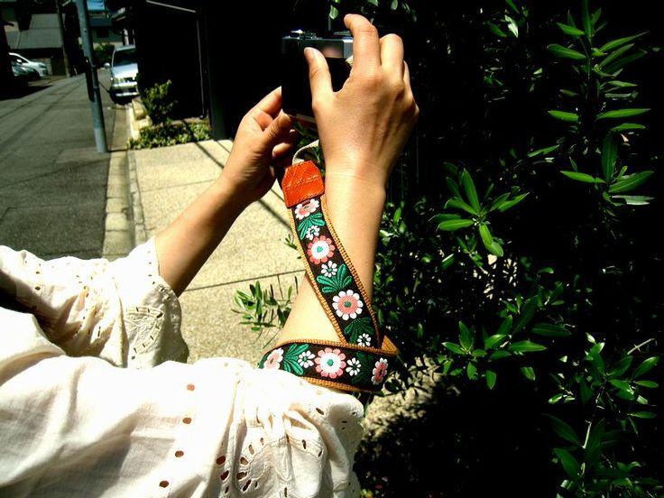 cute daisy camera strap