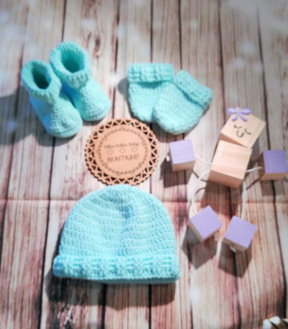 Hey, I found this really awesome Etsy listing at https://www.etsy.com/au/listing/515116392/crochet-mint-green-unisex-baby-set-3