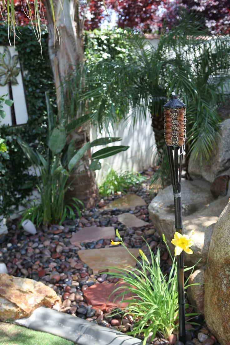 Tropical tiki torches for your garden, backyard, yard. great for gatherings and parties.