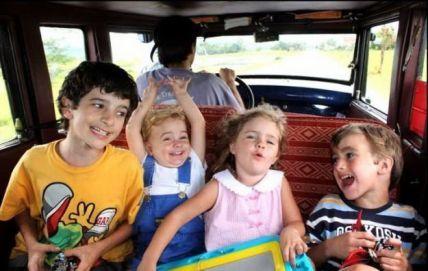Además la familia Zapp cumple su sueño de formar una familia y siguen viajando 13 años después desde su salida :)