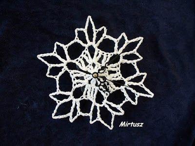 Horgolt hópehely falióra  Mirtusz : Hópelyhek - horgolva