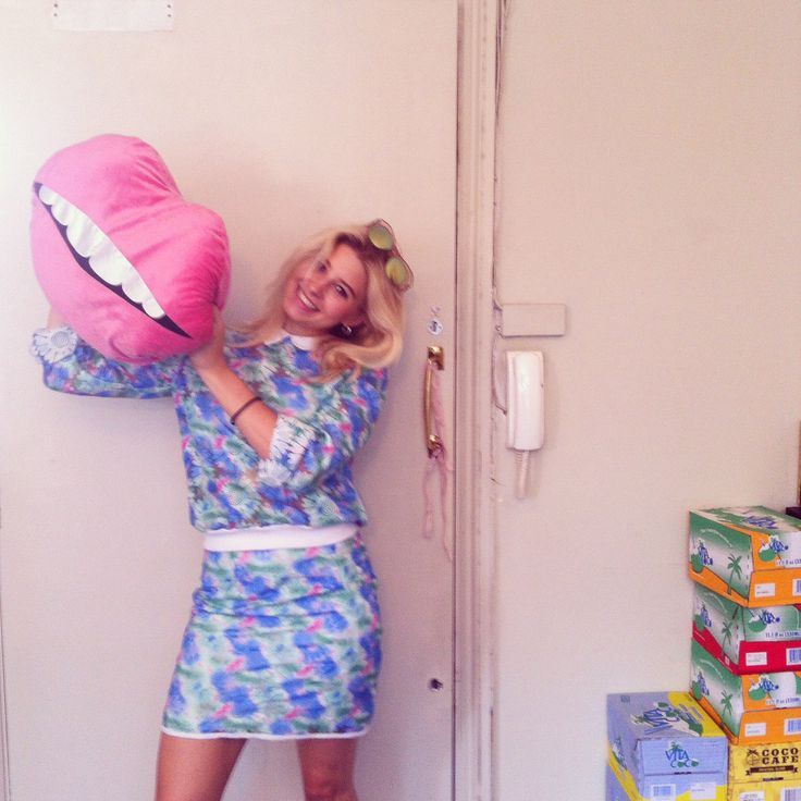 Phoebe Lettice visits Nicole Levy PR / Pink Lips