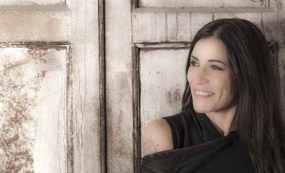 """Paola Turci, la musica oltre le mode L'esordio di fronte al grande pubblico avviene sul palco del """"Festival di Sanremo"""" nel 1986 con una canzone scritta da Mario Castelnuovo """"L'uomo di ieri"""". #turci #musica #sanremo"""