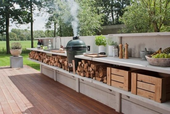 Instead of a basic fence or courtyard wall, why not try this? Great way to have a stylish outdoor cooking area in a small space.