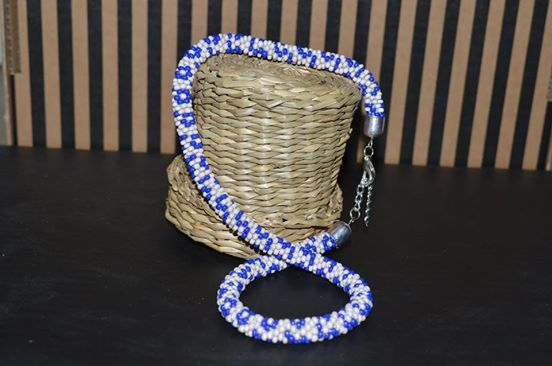 Souprava - náhrdelnik a náramek Náhrdelnik a náramek háckovany z korálků