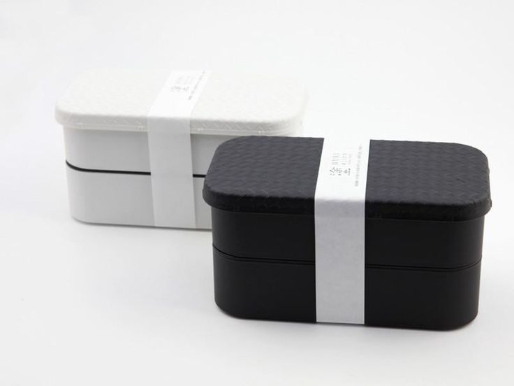 You can have a black-and-white traditional design and still be pretty modern: The Nuri Ajiro Bento are elegant, large and very convenient Japanese looking lunch-boxes which definitively deserve to be part of your modern lunch time! Description Nuri Ajiro collection includes a line of products designed and traditionally produced in Kagawa, Japan. This place gathers some of our favorite bento manufacturer in Japan: They have mastered the art of Japanese lacquered ware and are now heading to…