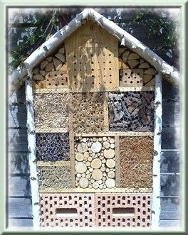 98 best jardin hotel insectes images on pinterest insect hotel bug hotel and plants - Construire une maison pour insectes ...
