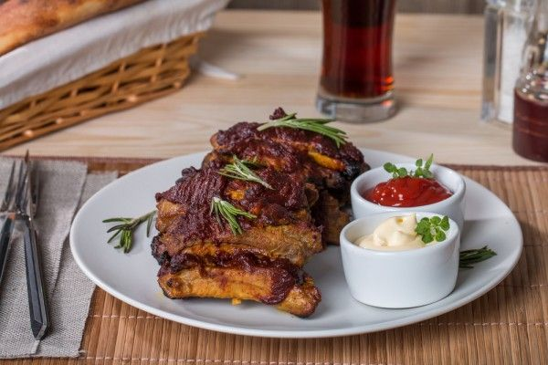 Запеченные свиные ребрышки в духовке, ссылка на рецепт - https://recase.org/zapechennye-svinye-rebryshki-v-duhovke/  #Мясо #блюдо #кухня #пища #рецепты #кулинария #еда #блюда #food #cook
