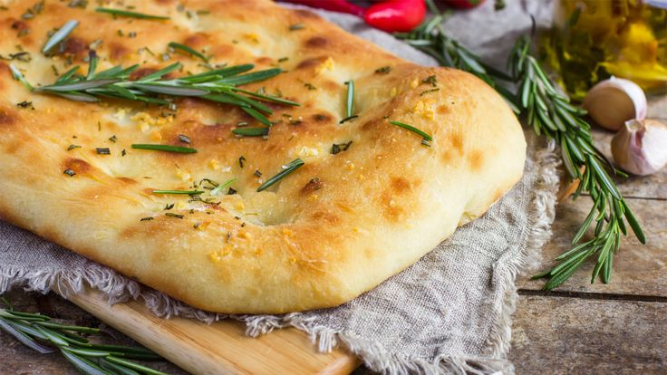 Pão de tomate, azeite e alecrim