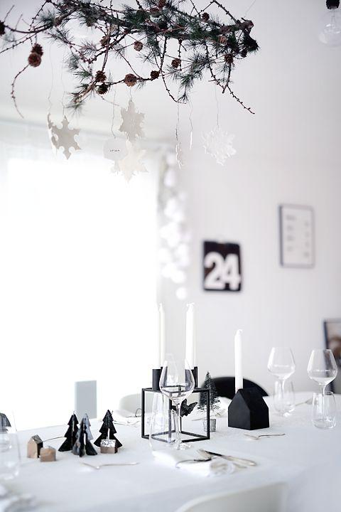 På julaften. Sort, hvitt og glitter. By lassen lysestake fra Nordisk…