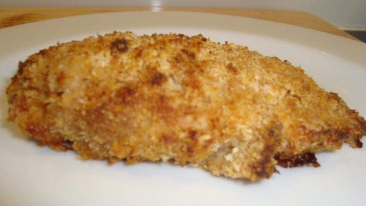 Pollo impanato al forno    Ingredienti per 4 persone:    3-4 manciate di pangrattato  la buccia di 1 limone grattugiata  1/2 cucchiaino di paprica  1 pizzicone di sale fino  Il succo di 1 limone  4 mezzi petti di pollo (ciascuno di circa 150 g.)  1 cucchiaio di oliod'oliva  2 cucchiai di marsala      Preriscaldate il forno a 190 gradi.    In una ciotola combinate le briciole di pane, la paprica, la bu