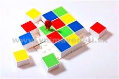 SUDOKU - Logická hra, obľúbená medzi deťmi aj dospelými, ktorá rozvíja logické myslenie a trpezlivosť. 16 farebných dielikov ponúka množstvo kombinácií na riešenie.