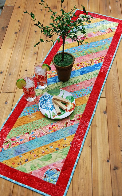 I love this table runner. Easy to quilt as you go??