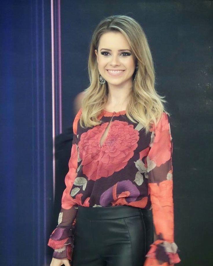 regram @sandyrecifeoficial Com exclusividade do Sandy Recife Oficial esse registro lindo da cantora no Xuxa Meneghel ano passado.  #sandyleah #sandy #xuxa