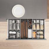 De keuken hoekkast SPACE CORNER van Blum biedt de ergonomische voordelen van lades. Bijzonder praktisch: in de lades kan u kleine voorwerpen zoals bestek, messen en kookbenodigdheden kwijt. Altijd goe...