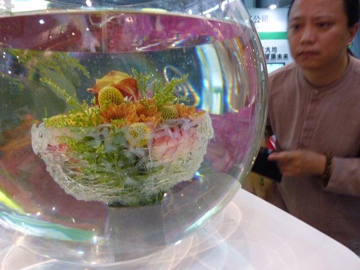 Strauß-Design by Floristmeister Stefan Prinz, Mönchengladbach gezeigt auf Hortiflorexpo IPM Shanghai 2015