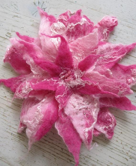 Pink flower brooch, by Nicole de Boer via Etsy