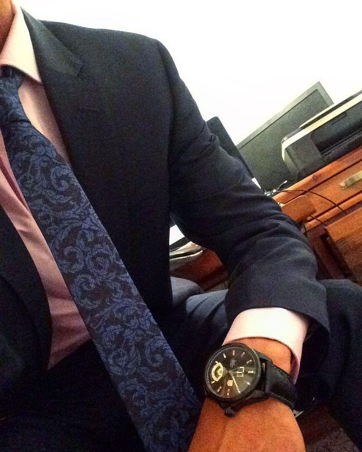 Loves to rock out in a suit and fancy watch ⌚️