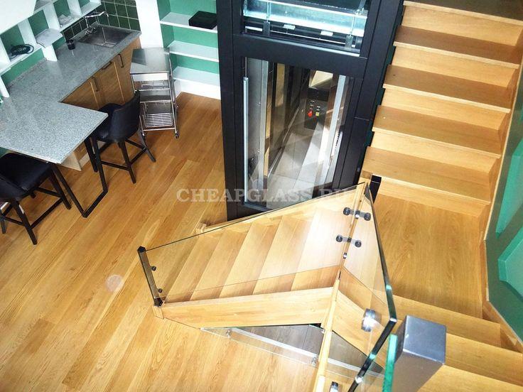 Ограждение из стекла на стойках из нержавеющей стали. Таунхаус Бристоль. The glass railings on the racks in stainless steel.