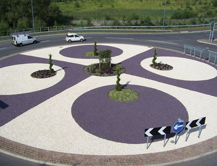 This roundabout in the UK was given a colourful transformation from an mundane, overgrown patch into an attractive, well designed focal point with EverEdge steel edging.